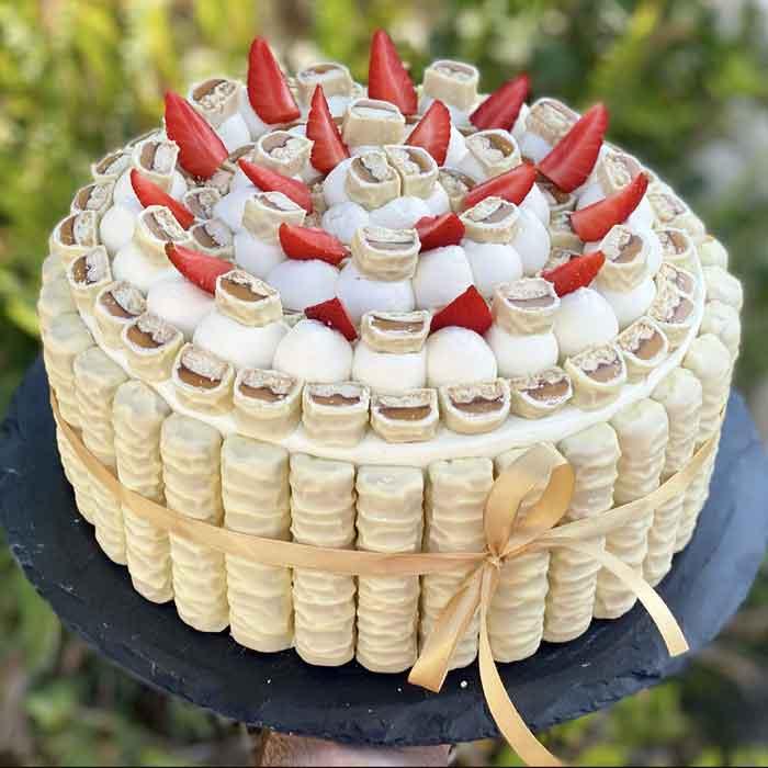 עוגת שכבות טוויקס שוקולד לבן וגבינה