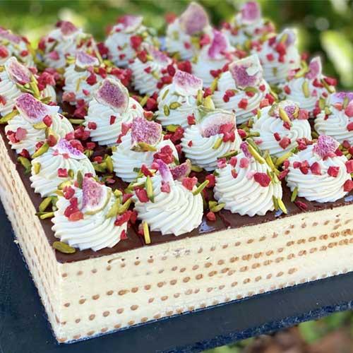 עוגת ביסקוויטים פיסטוק ושוקולד לבן